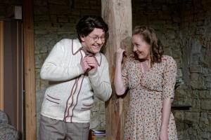 Theatergruppe Szenenwechsel Arsen und Spitzenhäubchen - Elaine Harper und Mortimer Brewster(c) adamo