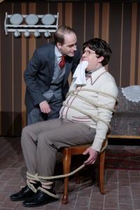 """Theatergruppe Szenenwechsel Arsen und Spitzenhäubchen - Jonathan und Mortimer Brewster """"Bruderliebe""""(c) adamo"""